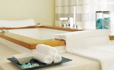 Fluffy white towels at The Willow Stream Spa