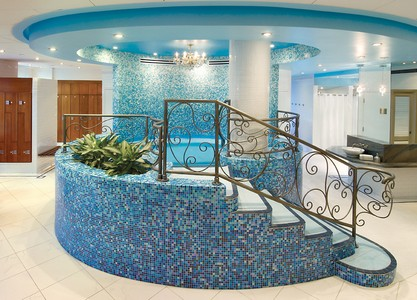 Whirlpool in women's changing room at Elmwood Spa