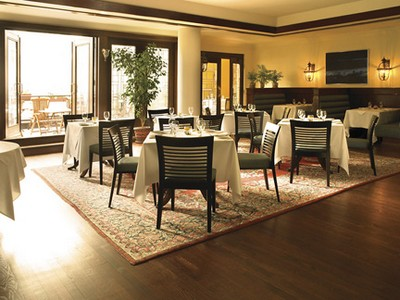 Elmwood Spa: The terrace dining room
